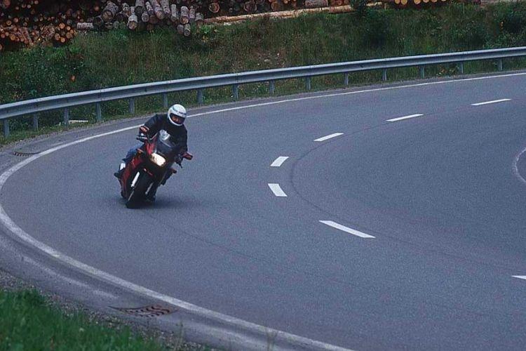 "Wahai Pengendara Motor Kalian Bukan ""Rider"" MotoGP!"