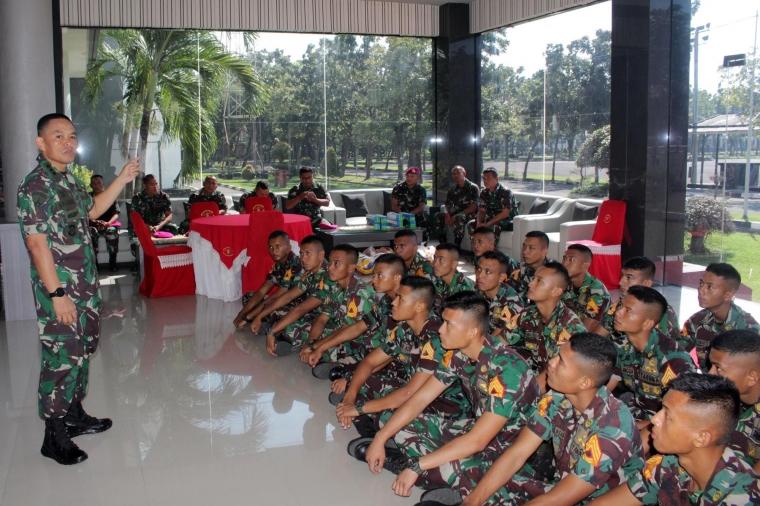 Danbrigif 2 Mar Tutup Tekpas Taruna AAL Korps Marinir