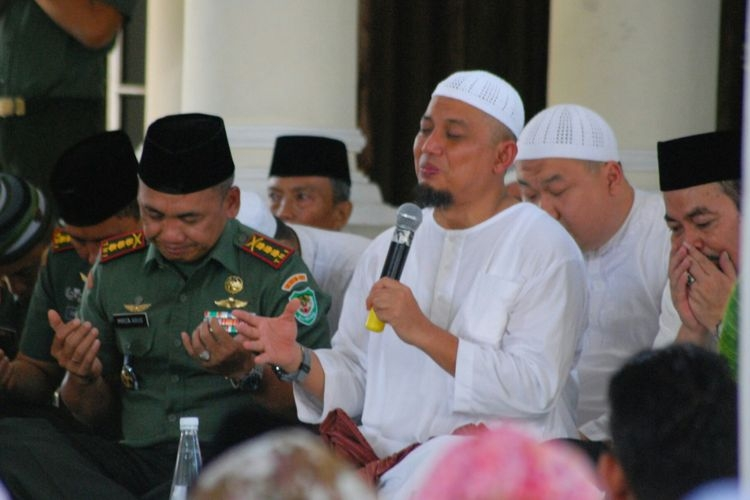 Fenomena Zikir Berjamaah Ustaz Arifin Ilham