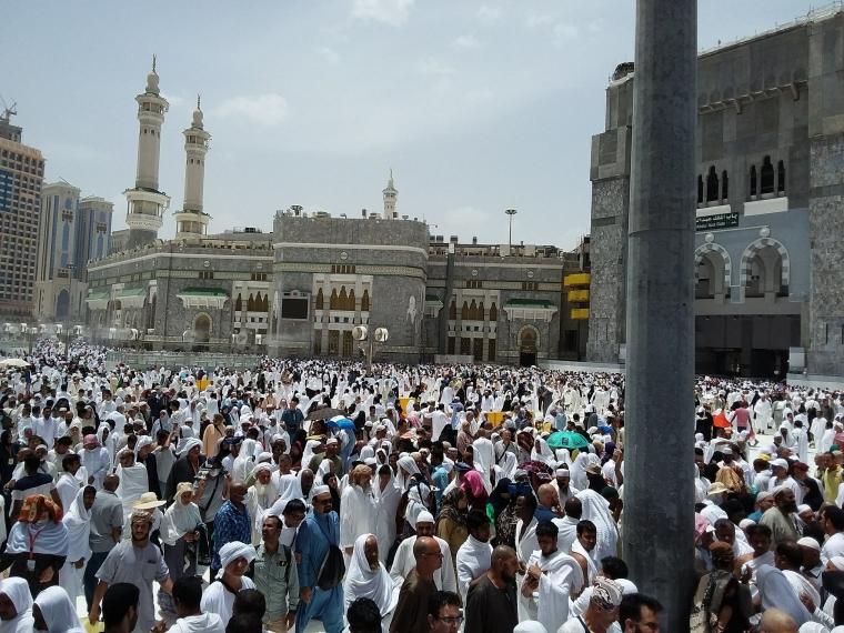Kerumunan di Masjidil Haram yang Dilupakan Amien Rais