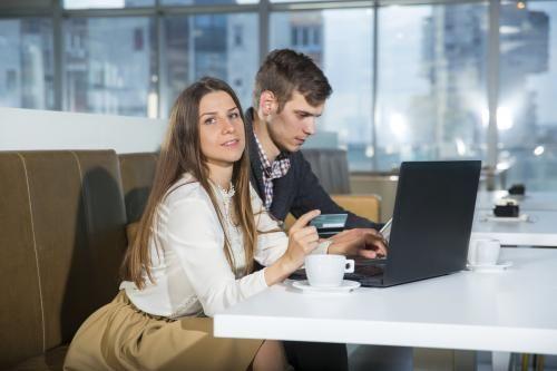 Berkencan dan Mencintai Pekerjaan