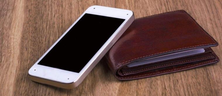 Ketinggalan Dompet atau Smartphone. Pilih Mana?