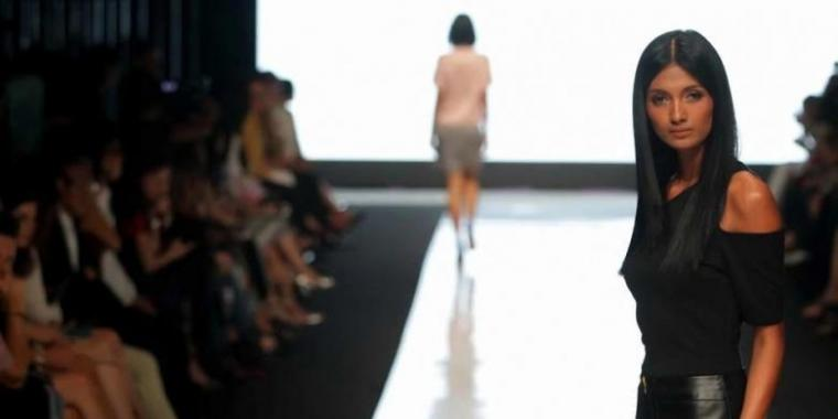 Begini Teknik Berjalan ala Model di Catwalk