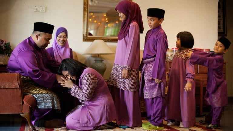 Sungkeman Tradisi Saling Memaafkan di Hari Raya Idul Fitri