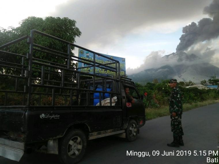 Gunung Sinabung Kembali Erupsi Setelah Turun Status Jadi Level-III (Siaga)