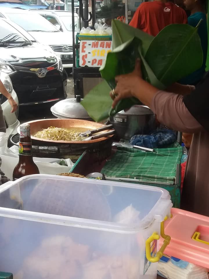 Warga Jakarta Kejar Kuliner di Bogor