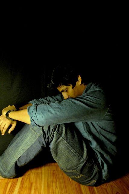 Puisi   Lelaki Pendiam Itu Mati di Bilik Sunyinya