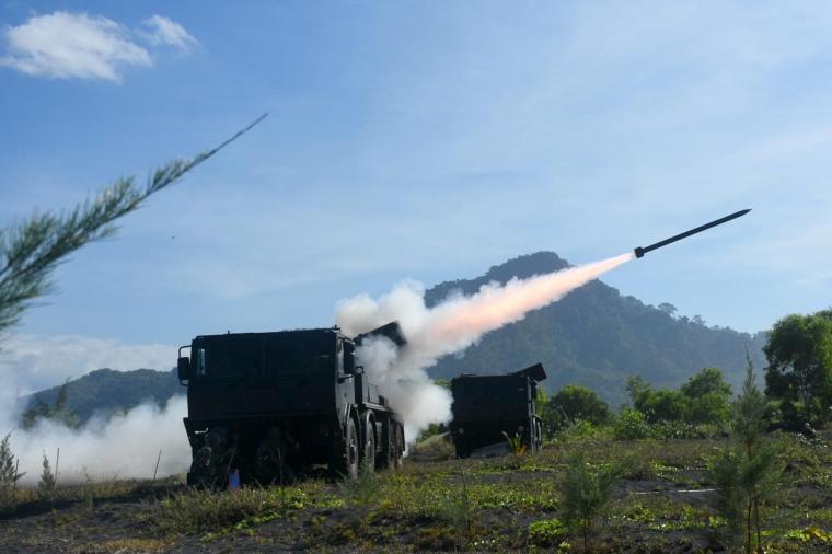 "Yon Roket 2 Marinir Dukung Uji Munisi Roket ""R-Han 122B"""