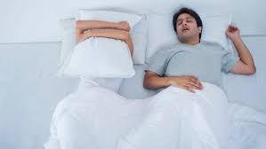 Mencari Tahu Mengapa Pria Cenderung Tidur Mendengkur
