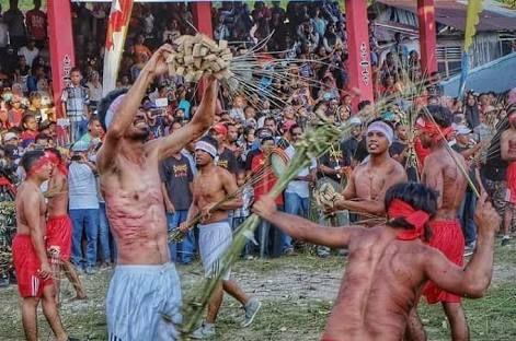 Menutup Idulfitri dengan Tradisi Pukul Menyapu