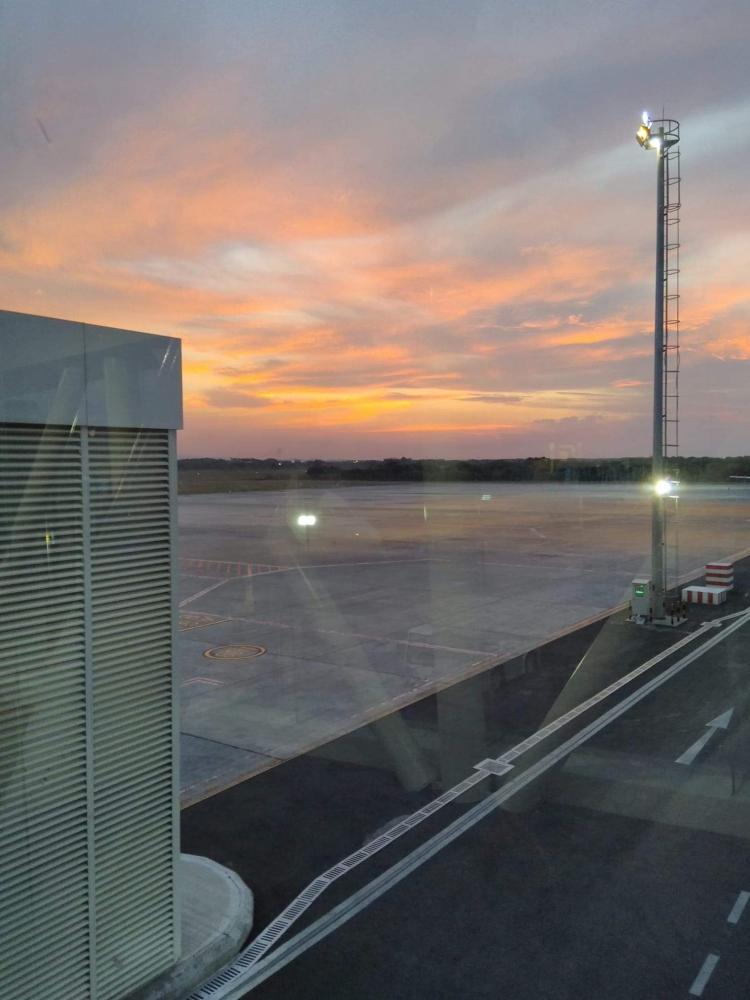 8 Hari Perjalanan, Catatan 5 Bandara