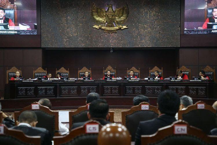 Sidang Perdana MK Penuh Kejutan