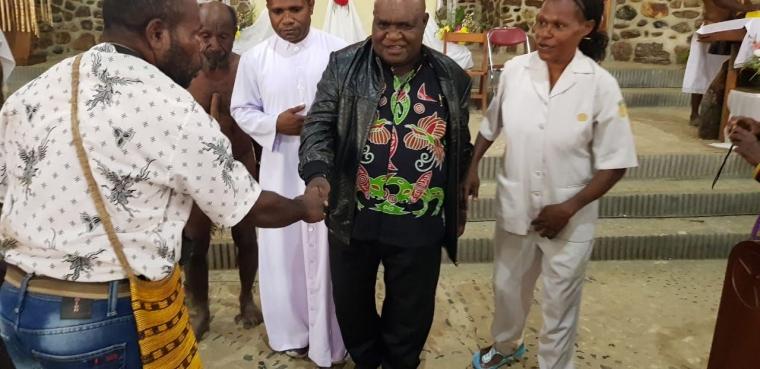 Bupati Deiyai Menghadiri Misa Perdana Pastor Hubertus Magay, Pr