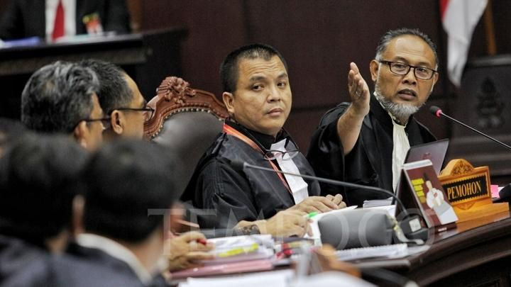 Mahkamah Konstitusi Menghalangi Masuknya 12 Truk?