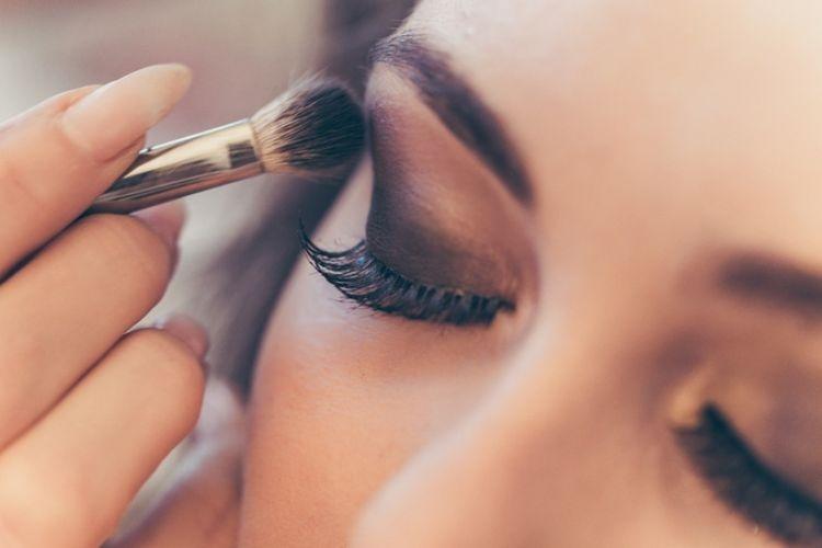 12 Tips Makeup Awet Muda untuk Usia 40-an