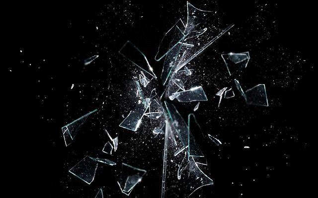 Puisi | Pecahan Kaca yang Berdebu