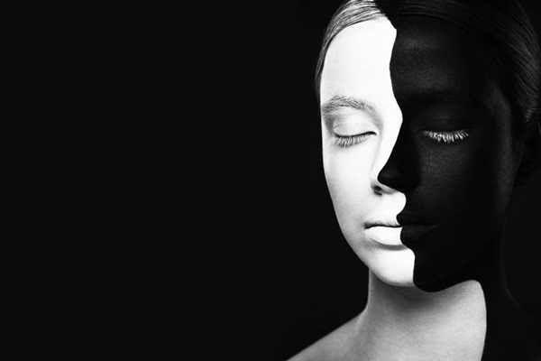 Puisi | Di antara Dua Cermin