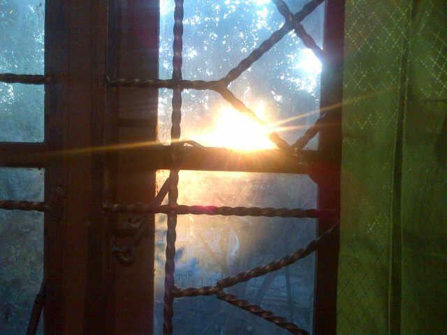 Puisi | Sang Surya di Balik Jendela