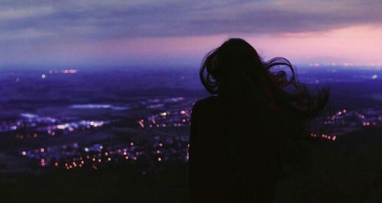 Puisi | Perempuan Bersayap Sunyi