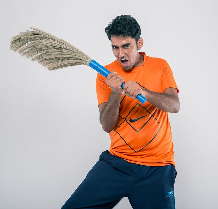 Laki-laki Juga Bisa Kok Mengerjakan Pekerjaan Rumah Tangga, Kenapa Tidak?