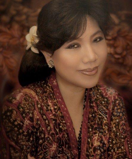 Koleksi Gaun Pesta Kebaya Brokat Desainer Anne Avantie Paling Hits dan Ngetren