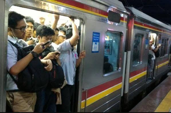 Nasib Pengguna Commuter Line