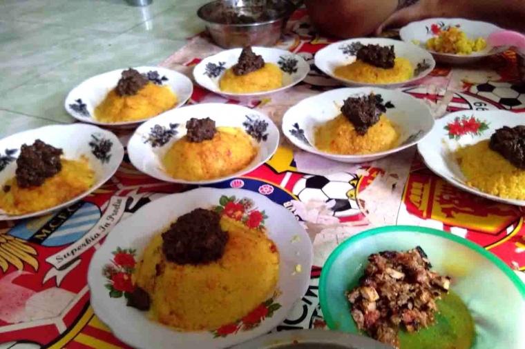 "[Event Semarkutiga] Nasi Kuning Plus Ayam Kampung ""Na Pinadar"" Khas Batak Toba Mempersatukan Keluarga"