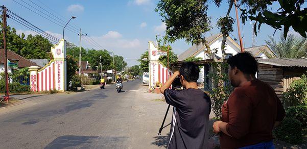 Pembuatan Video Profil Desa oleh Mahasiswa KKN UM di Desa Clumprit