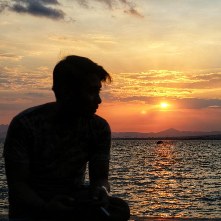 Puisi | Kepada Senja yang Membawamu Hadir