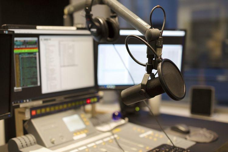 """Kekuatan Radio Indonesia dalam Program """"Julia Leischik"""" dari Jerman"""