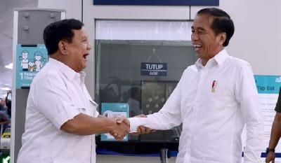 """Makna """"Ewuh Pakewuh"""" Prabowo Ketika Bertemu Jokowi di MRT"""