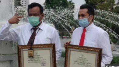 AKBP Memo Ardian Terima Penghargaan dari Walikota Surabaya