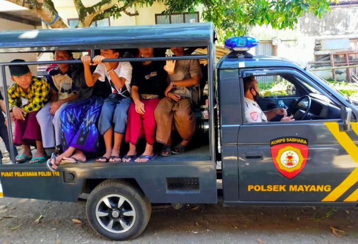 Pemandangan Adem di Saat Kapolres Jember Canangkan Polisi Peduli Santri