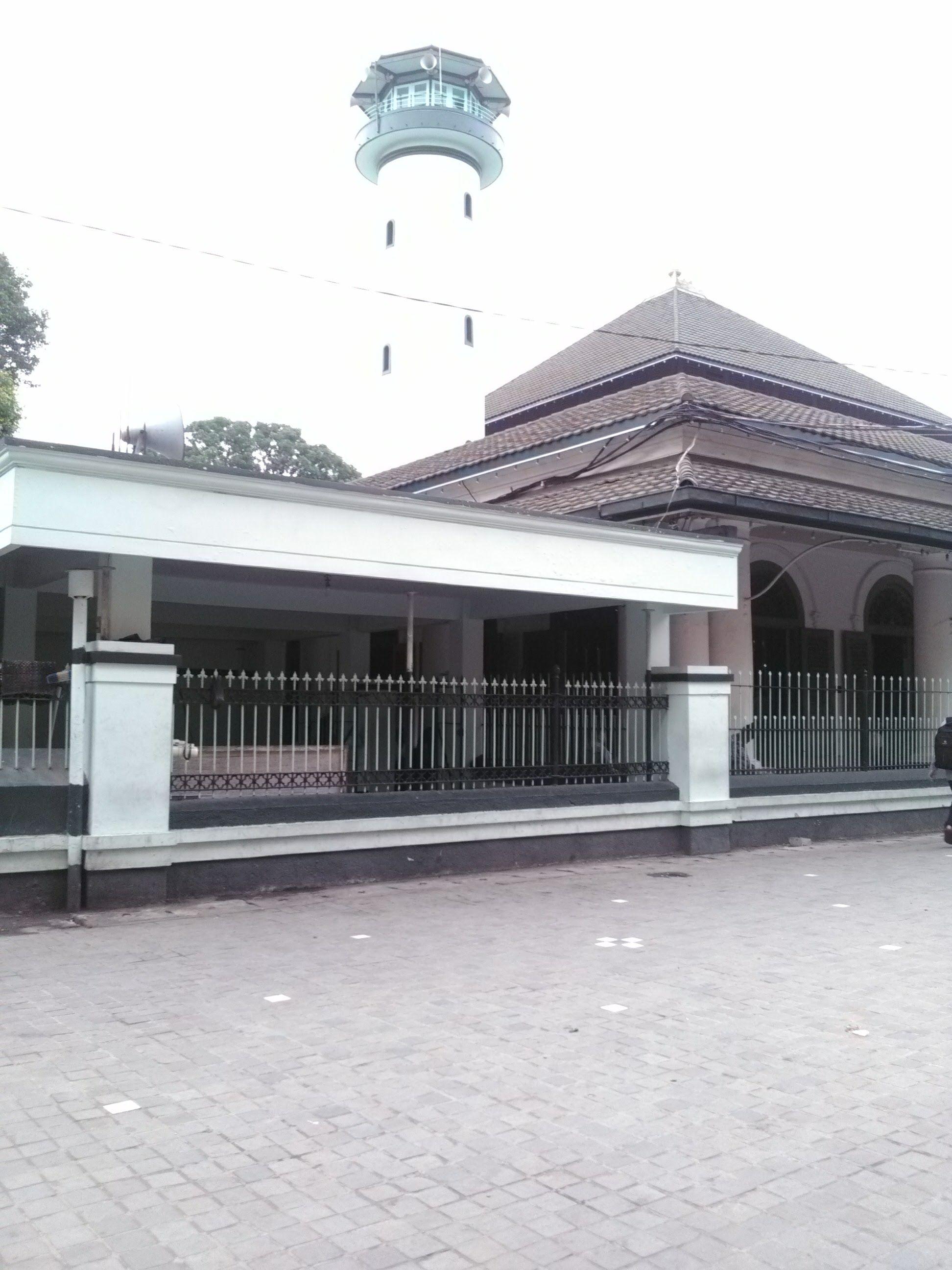Mengapa Shalat Tarawih di Masjid Agung Sunan Ampel Berdurasi Lama?