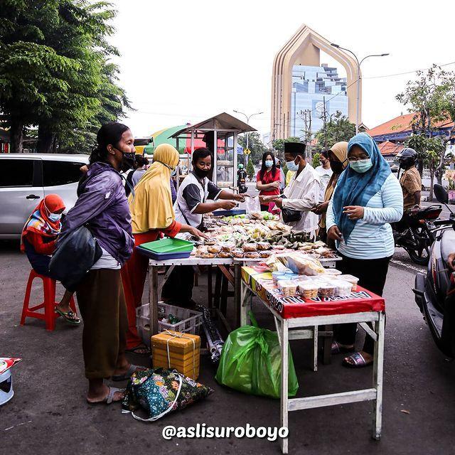Penjual Takjil dan Es Permen Karet Ampel Paling Dirindukan Saat Ramadan di Surabaya!