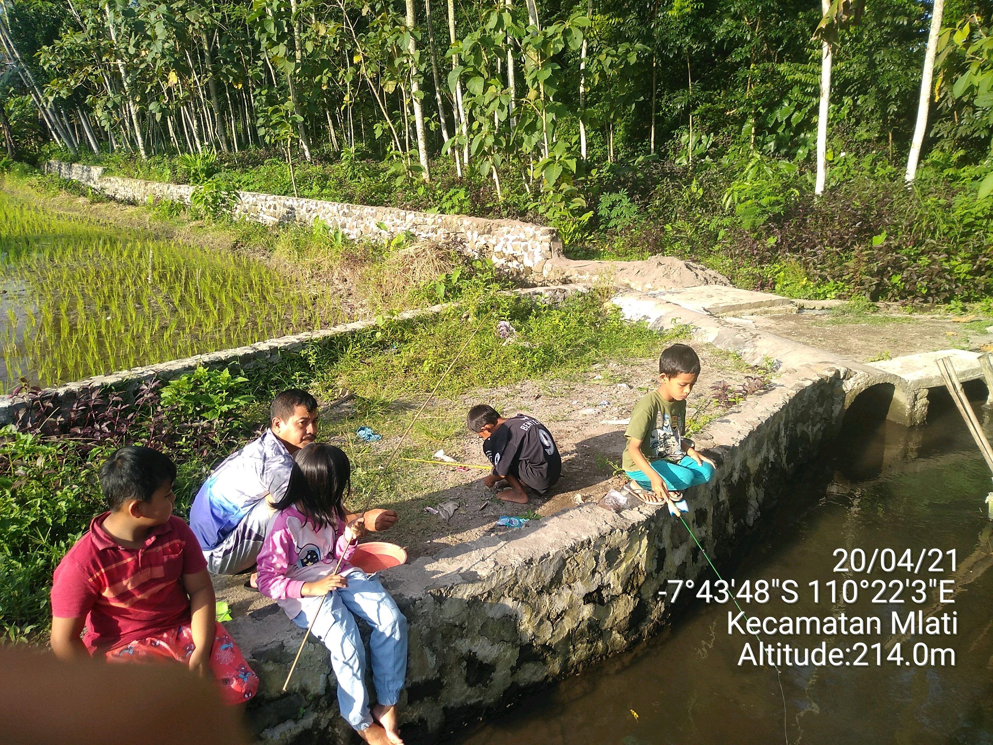 Ngabuburit: Keseruan Memancing Bersama Anak-anak Kampung Sendangadi