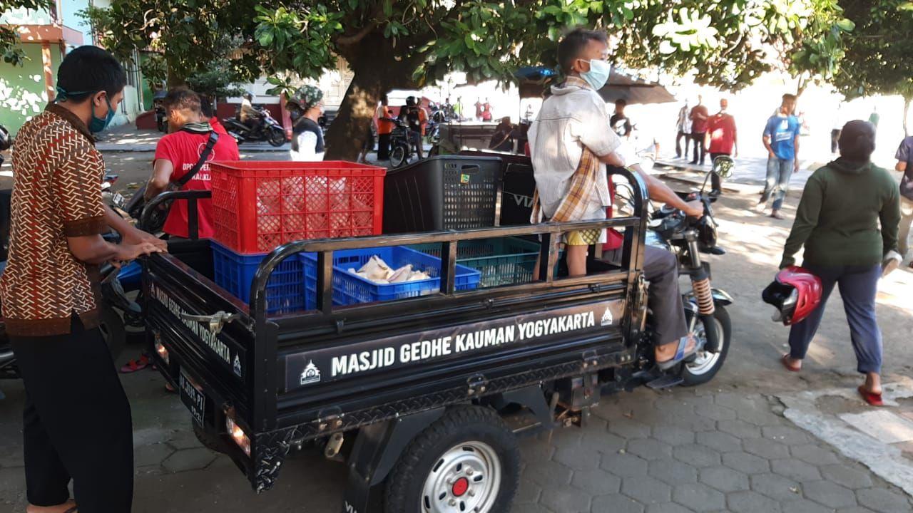 Tradisi Berkah Berbagi Gulai Kambing Bulan Ramadhan oleh Masjid Gedhe Kauman Yogyakarta