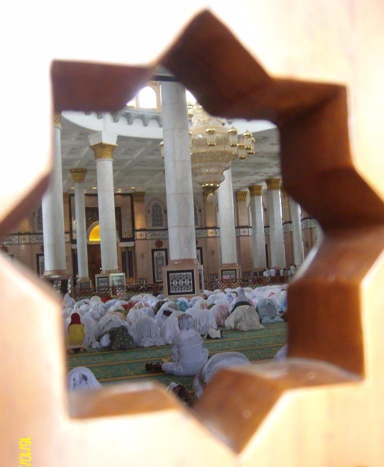 Di Masjid Kubah Emas Ini Kuberjanji Menikahinya