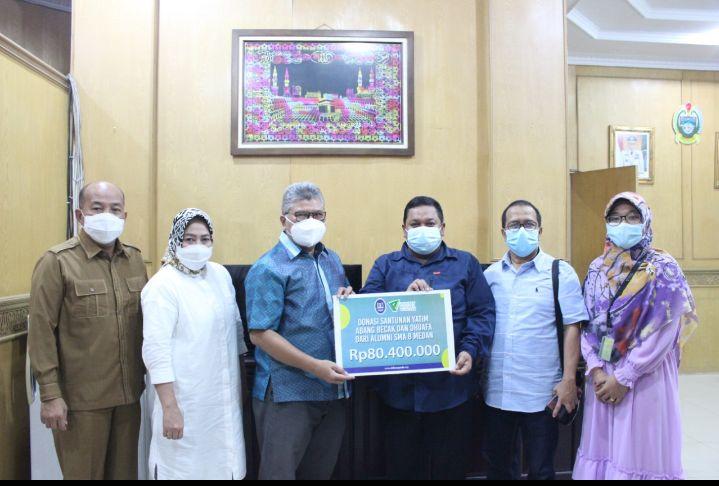 Ikatan Alumni SMAN 8 Medan Serahkan Donasi 80 Juta ke DD Waspada untuk Yatim dan Dhuafa