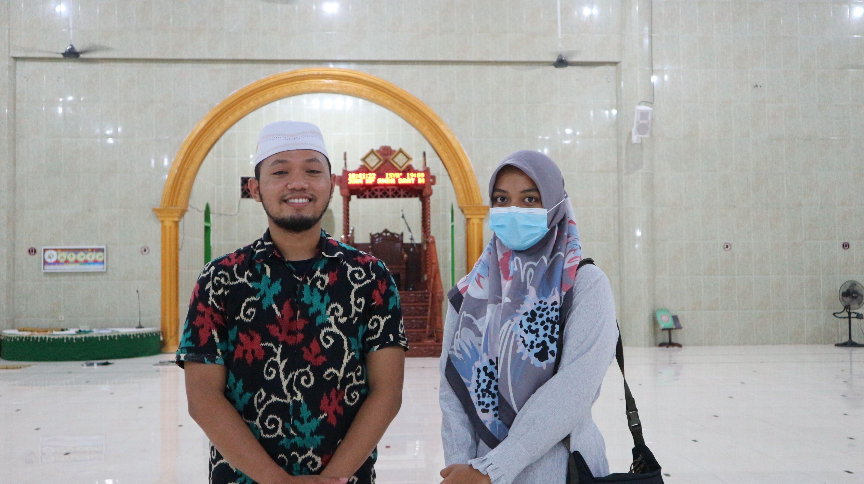 Remaja Masjid di Biak Sharing Takjil On The Road
