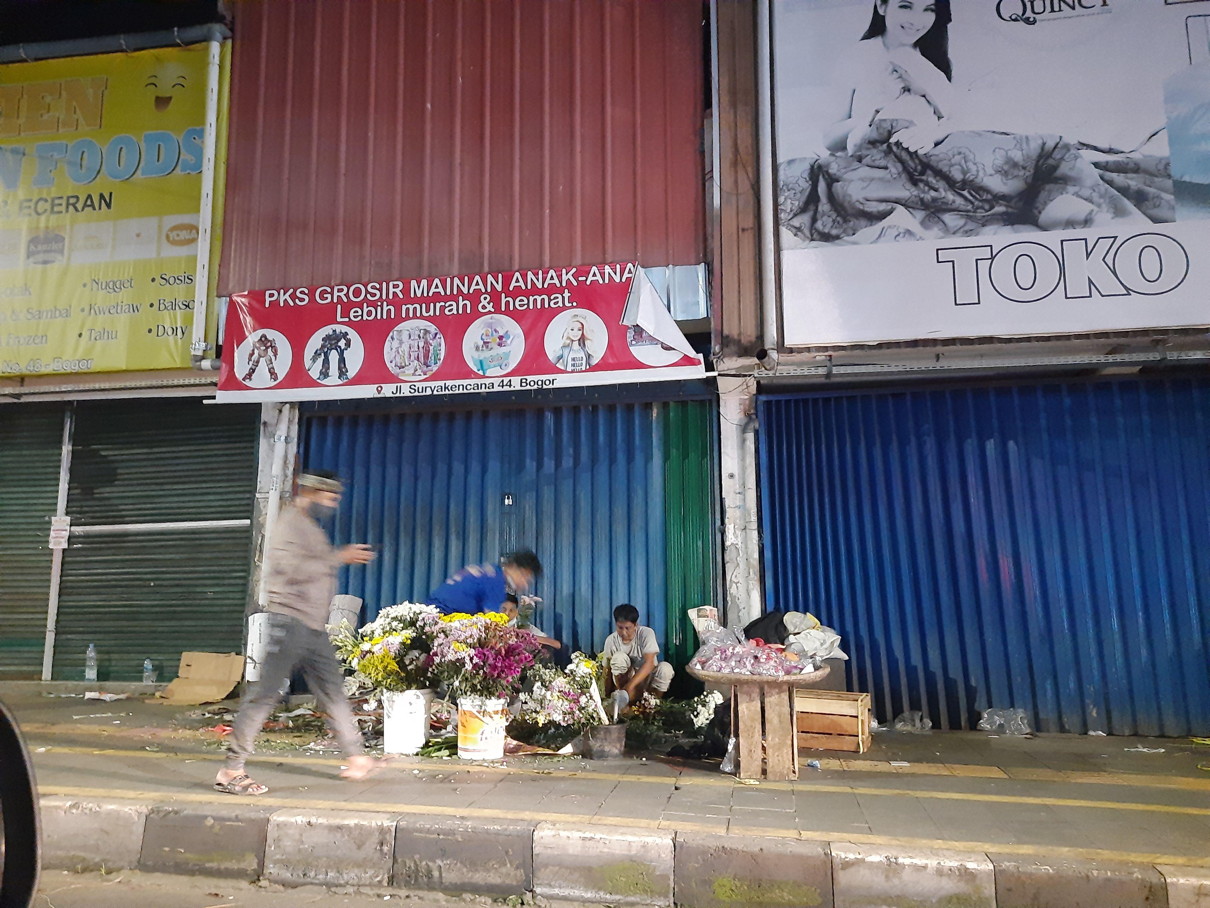 Pedagang Kembang yang Tak Lagi Berkembang di Malam Lebaran