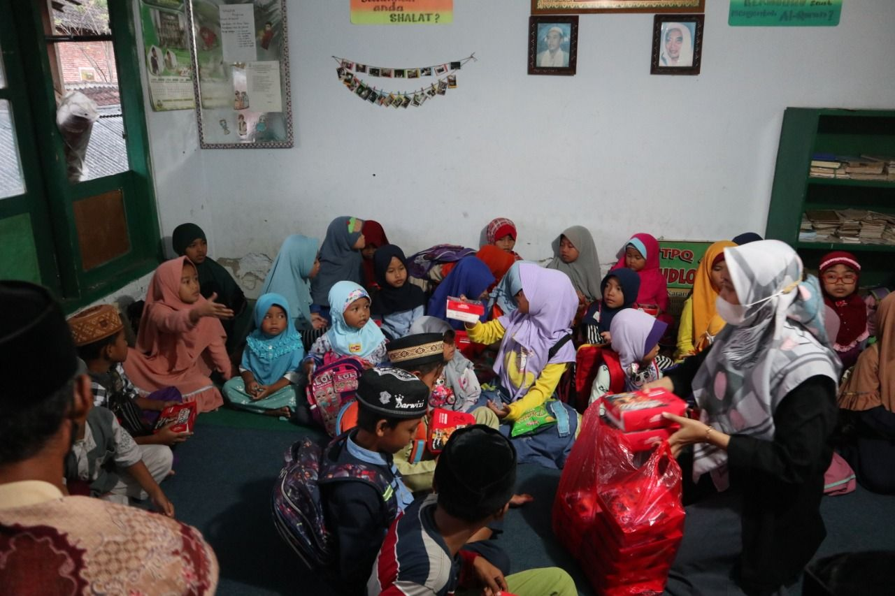PMM 72 Berbagi Berkah di Bulan Ramadan dengan Adakan Buka Bersama di TPQ Rhoudlatul Jannah