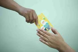 Salam Tempel Mengajarkan Anak Mengelola Keuangannya