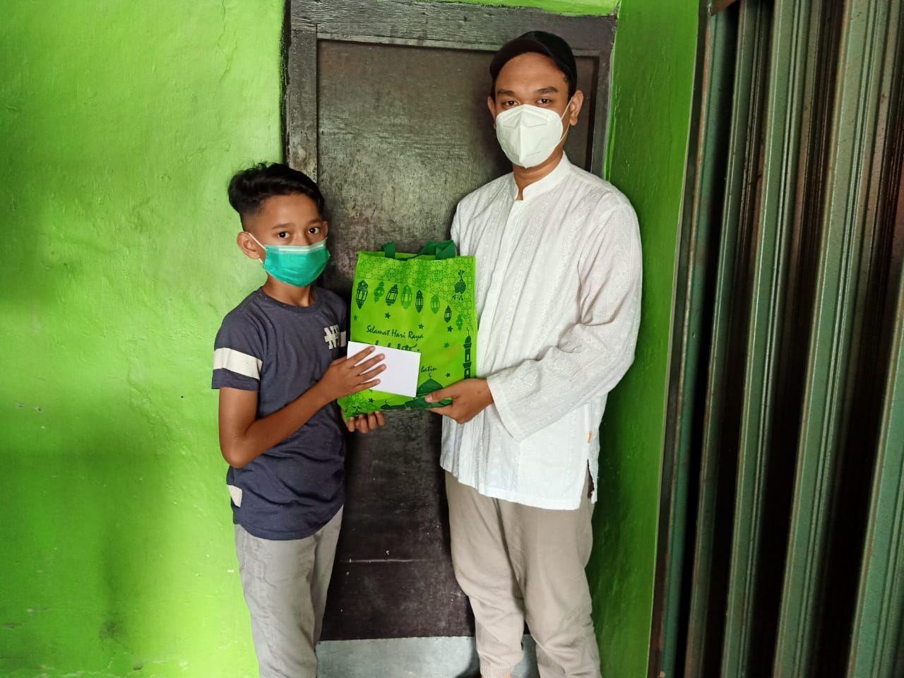 Pembagian Paket Sembako untuk Anak Yatim