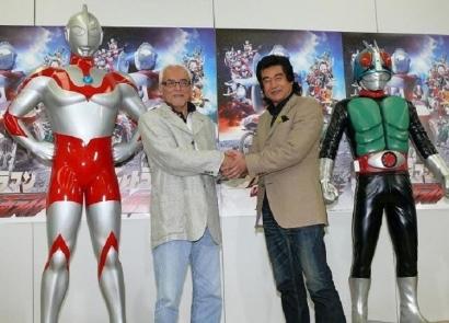 Pertarungan Model Bisnis Ultraman Vs Kamen Rider dari Perspektif Growth Hacking