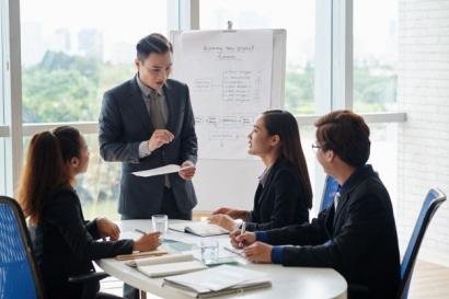 """Merancang Strategi Bisnis Menggunakan """"Porter's Four Corners Model"""""""