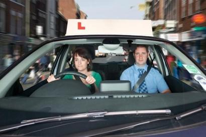 Belajar Nyetir Mobil, Lebih Baik Pakai Mobil Manual atau Matic?