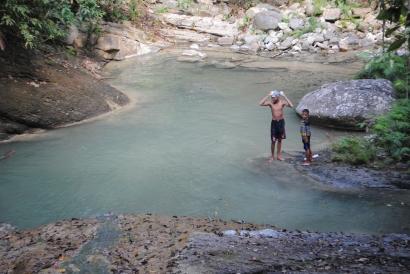 Sungai di Orotonggo, Flores dan Pesan dari Pelajaran Berenang