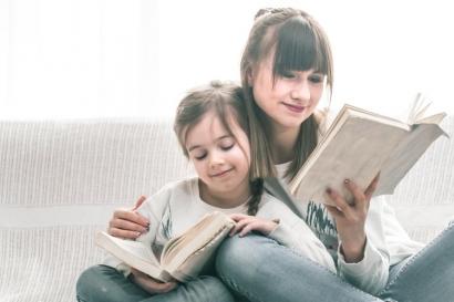 4 Cara Terbaik Membangun Minat Baca Anak dan Manfaatnya bagi Perkembangan Otak