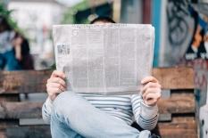 Apakah Membaca Berita Terus-menerus Dapat Berakibat Buruk bagi Kita?